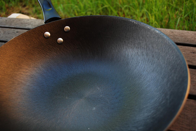 Non-Emitting Cast Iron Pan